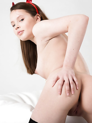 Showy Beauty  Rosi  Solo, Softcore, Erotic, Ass, Naughty